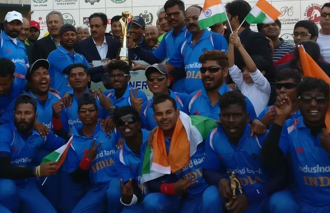 Indian blind cricket team with the World Cup | Twitter