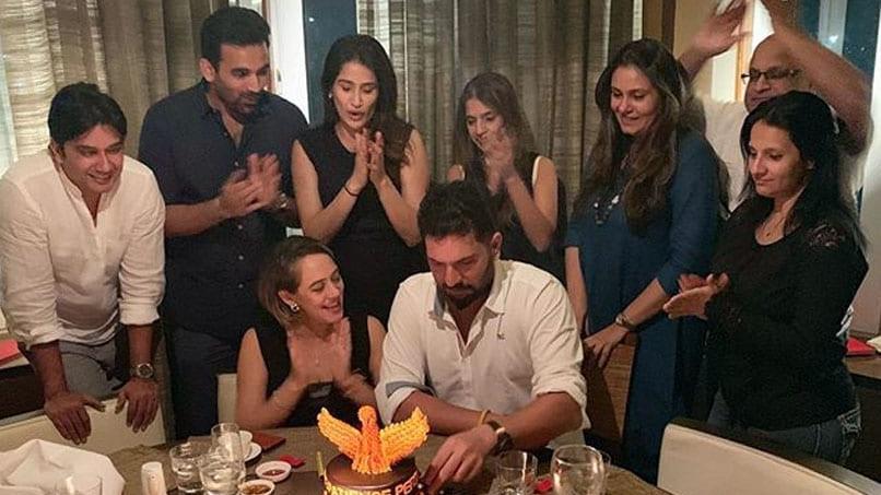 युवराज सिंह ने पत्नी हेज़ेल किच और दोस्तों के साथ मनाया अपना ३७वा जन्मदिन का जश्न
