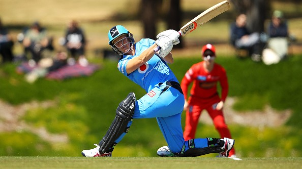WATCH: New Zealand's Sophie Devine blasts five consecutive sixes in a WBBL match