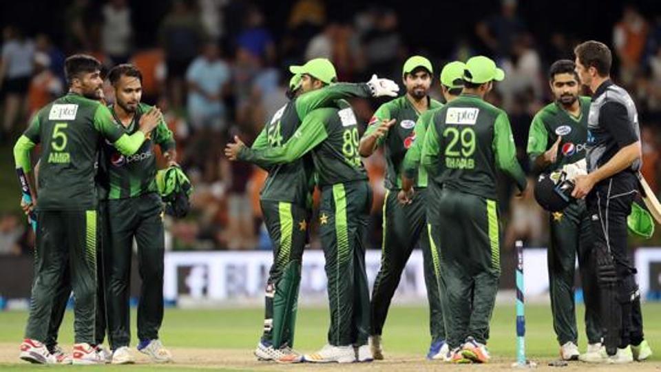 पीसीबी ने अपने अनुबंधित खिलाड़ियों को यूएई में आयोजित T20 लीग में शामिल होने पर लगाई रोक