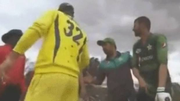 Maxwell walked past Sarfaraz's extended hand | Screengrab