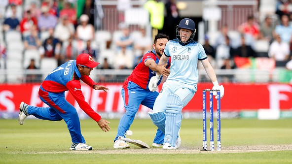 CWC 2019: WATCH – Gulbadin Naib tries to take the bat out of Eoin Morgan's hand to get him run out
