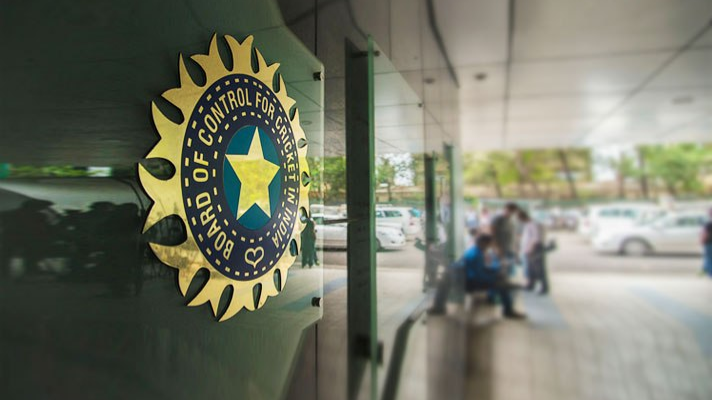 IPL 2018: BCCI restrains IPL players from wearing smartwatches on the field