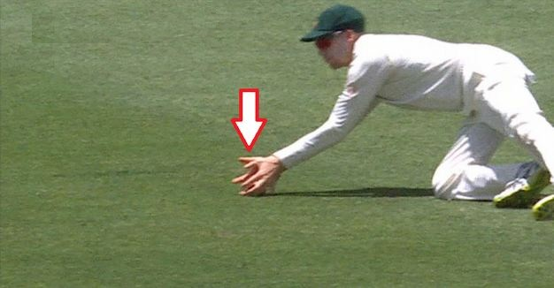 Ball seemingly hits the ground before resting in Handscomb's hands | Twitter