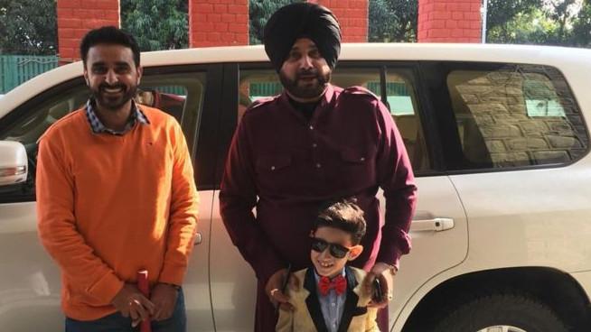 एक सात वर्षीय लड़के ने अपने आइडल नवजोत सिंह सिद्धू से मुलाकात करने के लिए 280 किमी की यात्रा की