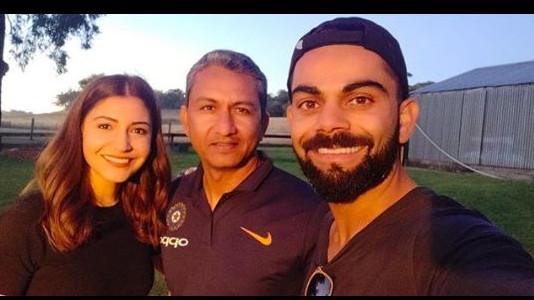 विराट कोहली ने पत्नी अनुष्का शर्मा के साथ बल्लेबाजी कोच संजय बांगर को भेजा ये खास संदेश