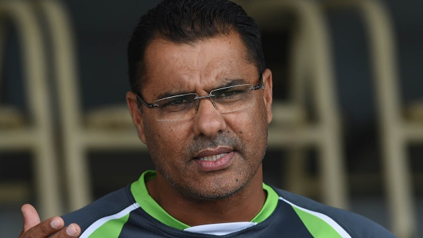 Waqar Younis sends a wonderful message on Twitter after meeting a young fan