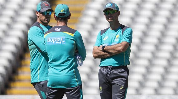 Aaron Finch, Justin Langer and Ricky Ponting chat at training | Getty Images